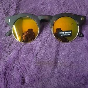 Steve Madden - sunglasses